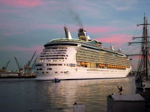 Cruise ship leaving Los Angeles Port